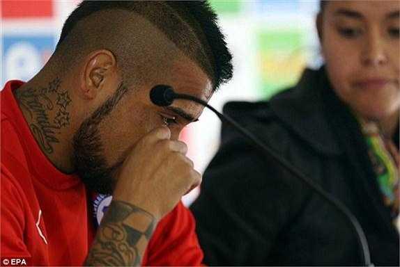 Theo phía cảnh sát, Vidal đã có những lời lẽ không hay nhắm vào các nhân viên an ninh xử lí hiện trường.