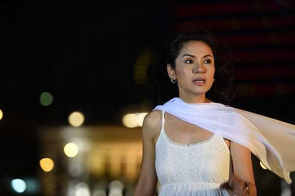 Trong vai trò diễn viên chính kiêm đạo diễn, vì quá áp lực khiến Việtt trinh gần như kiệt sức sau bào ngày vật lộn với bối cảnh quay và rơi vào tình trạng trầm cảm vì khóc quá nhiều