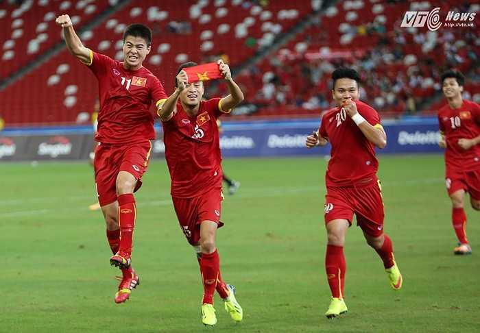 Huy Toàn được bầu vào đội hình tiêu biểu SEA Games nhờ màn trình diễn thăng hoa ở trận tranh hạng 3. (Ảnh: Phạm Thành)