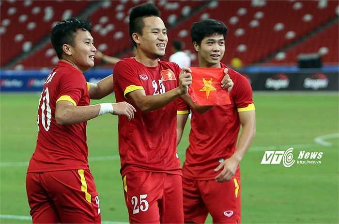 Trưởng đoàn Dương Vũ Lâm tuyên bố các cầu thủ đã chiến đấu hết mình. Ông cho rằng chuyện dàn xếp tỷ số, nếu có, chỉ là chuyện nội bộ của bóng đá Indonesia. (Ảnh: Phạm Thành)