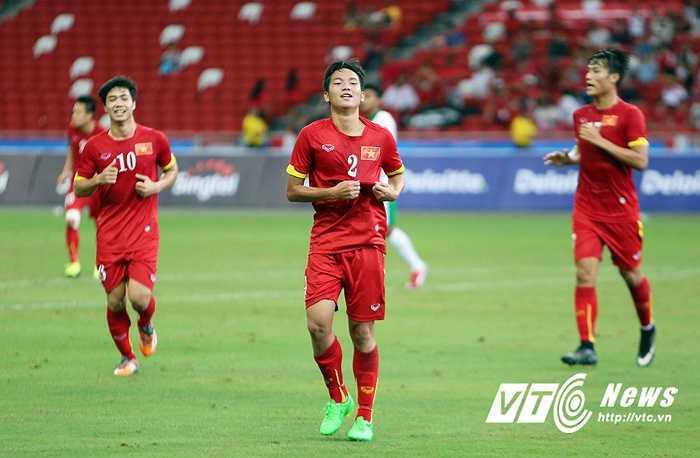 Hữu Dũng có lần đầu tiên ghi bàn ở SEA Games. Đây là bàn thứ 4 trong hiệp 1. 4-0 là kết quả được cho là bị dàn xếp từ trước. (Ảnh: Phạm Thành)