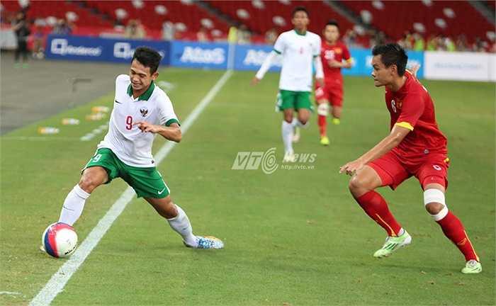 Sự lúng túng của một vài vị trí bên phía U23 Indonesia chỉ được cho là thua kém về mặt trình độ và U23 Indonesia thiếu sự chuẩn bị kỹ càng về chuyên môn. (Ảnh: Phạm Thành)