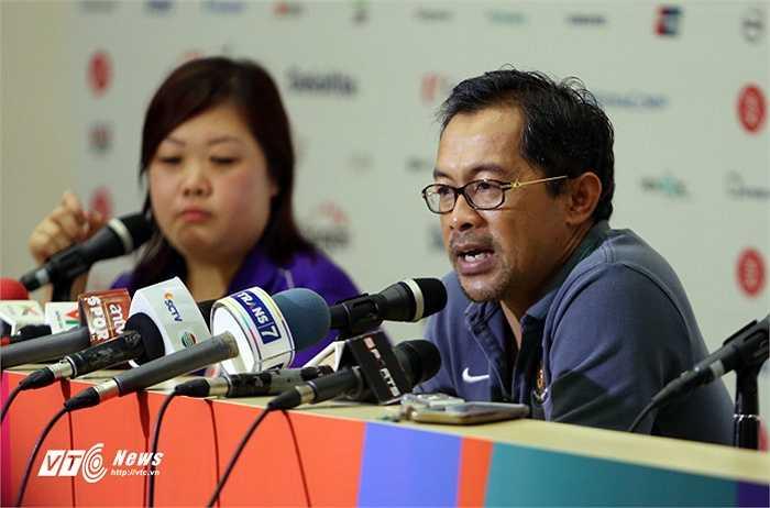 HLV trưởng của U23 Indonesia, ông Aji Santoso đã đứng ra khẳng định sẽ nhận mọi trách nhiệm nếu có học trò tham gia dàn xếp tỉ số.(Ảnh: Phạm Thành)