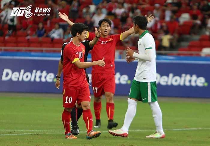 Cơ hội quá tốt để U23 Việt Nam mở tỷ số. (Ảnh: Phạm Thành)