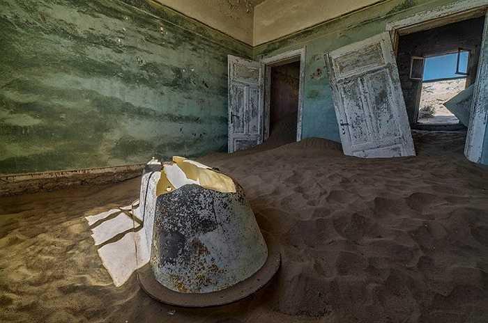 Nhưng hơn 50 năm qua, nơi đây bỏ hoang vì không còn ai ở do các mỏ kim cương cạn kiệt dần. Thời điểm đông đúc, ở đây có khoảng 700 gia đình