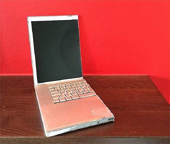 Nửa chiếc máy tính xách tay giờ chỉ có giá chưa đến 7 bảng Anh trên ebay