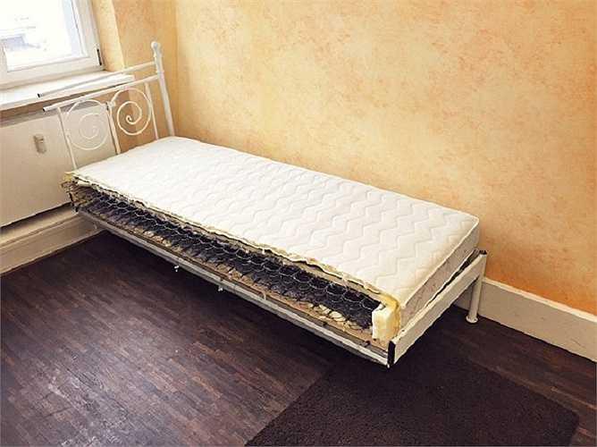 Chiếc giường chia đôi