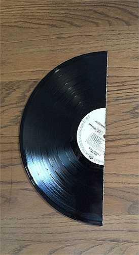 Nửa chiếc đĩa ca nhạc