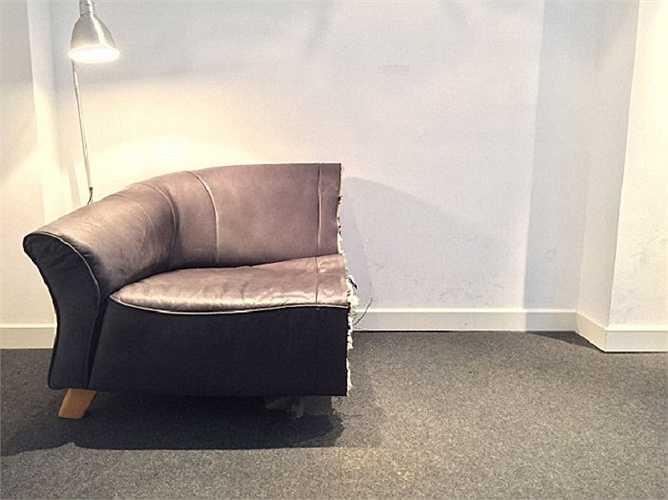 Nửa chiếc ghế sofa