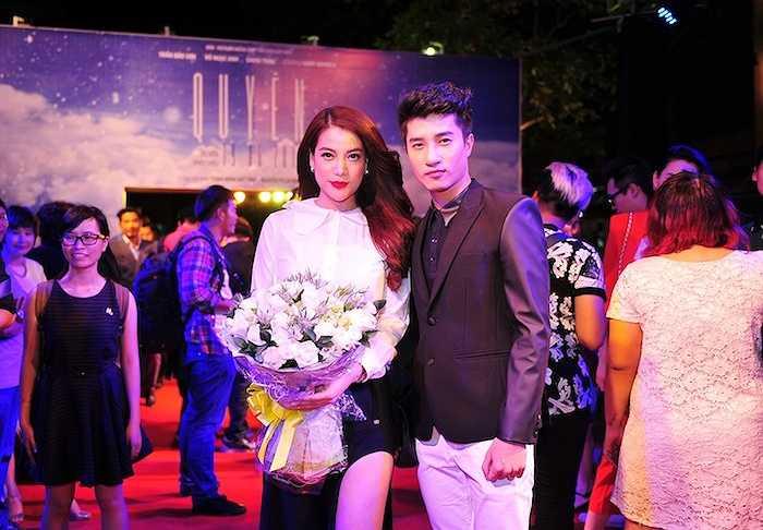 Tối qua (18/6), Trương Ngọc Ánh đã đến dự buổi công chiếu bộ phim 'Quyên' tại Việt Nam cùng 'trai lạ' trẻ tuổi sau tin đồn chia tay Kim Lý.