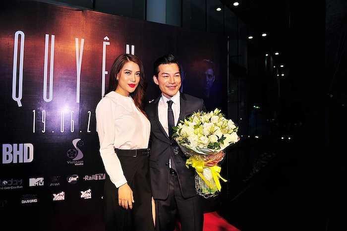 Chị đã dành bó hoa hồng trắng để tặng chồng cũ, diễn viên Trần Bảo Sơn.