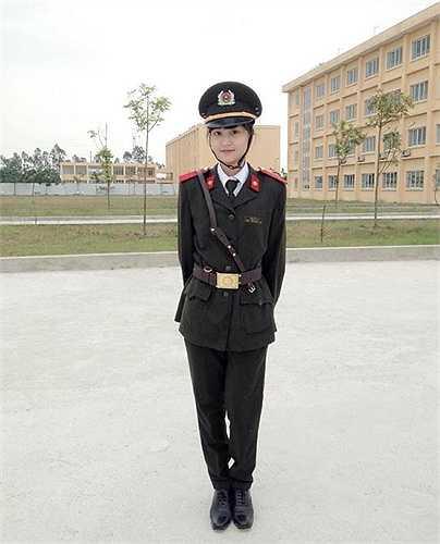 Đậu Thùy An trong trang phục ngành. Nữ sinh sở hữu chiều cao 1,68 m và nước da trắng mịn.