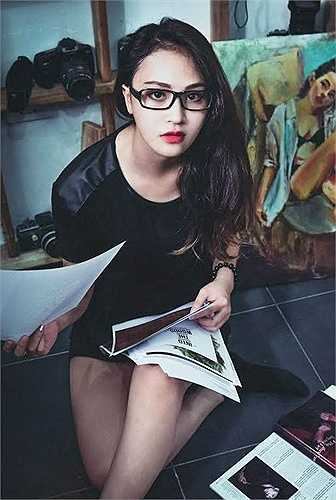 An Bon từng yêu mến công việc làm mẫu nhưng do công việc tại cơ quan khá bận rộn, cô không thể theo đuổi sở thích. Mỗi khi có thời gian rảnh, 9X thường tự thiết kế đồ handmade để phục vụ 'công cuộc' làm đẹp của bản thân.