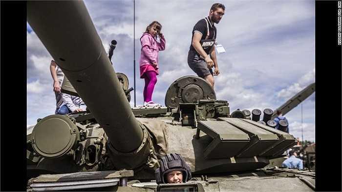 Hàng ngàn người dân đã đến công viên Patriot (Người Ái Quốc) để tận mắt nhìn thấy những loại vũ khí hiện đại của quân đội Nga