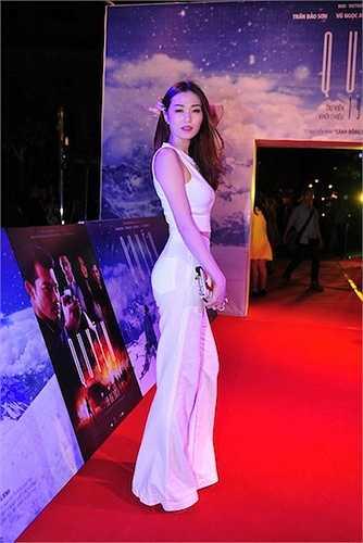 Khánh My cũng đến tham dự sự kiện, chúc mừng người bạn thân.