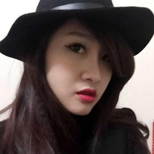 Trước khi trở thành tiếp viên hàng không, Trang là sinh viên khoa Du lịch - viện ĐH Mở Hà Nội.