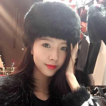 Có lẽ không cần bàn về vẻ đẹp của Ngọc Châm, bởi cô từng là ứng viên sáng giá cho ngôi vị cao nhất của Hoa khôi áo dài Việt Nam 2014.