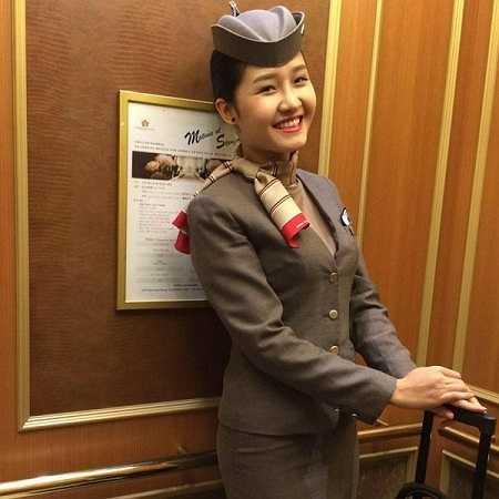 Quỳnh Trang, sinh năm 1991 là tiếp viên hàng không của hãng Asiana Airlines. Cô bắt đầu công việc này từ tháng 7/2012.