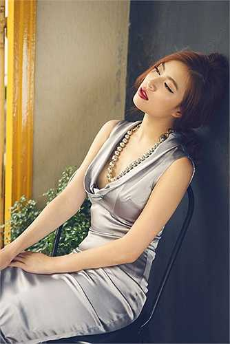 Không quá nhiều khoảng hở trên trang phục, nhưng Hoàng Thùy Linh vẫn lôi cuốn bởi vẻ quyến rũ.