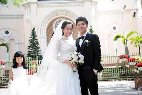Nhật Kim Anh hạnh phúc bên Bửu Lộc trong ngày cưới.