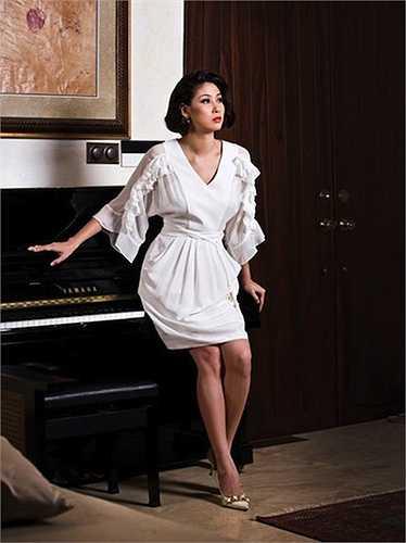 Với đam mê nghệ thuật lớn, cô còn đặt một cây đàn piano trong nhà.