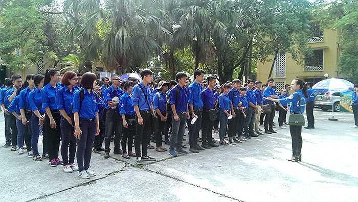 Sáng 20/6, Đoàn Thanh niên, Hội sinh viên trường Đại học Kinh tế Quốc dân đã tổ chức Lễ ra quân chiến dịch mùa hè thanh niên tình nguyện năm 2015.