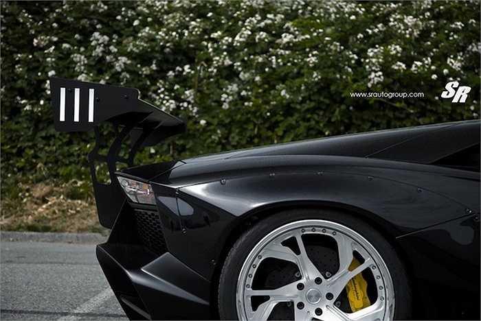 Tuy nhiên, những chủ xe không sẵn sàng 'phẫu thuật' Aventador tốt nhất không nên sử dụng bộ widebody này, khi nó bắt buộc phải khoan vít và cắt dè 'zin' của xe để lắp vào.