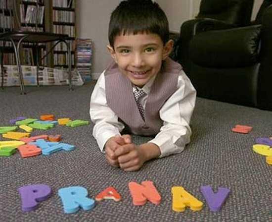 Được phát hiện năm 2009 – khi mới 6 tuổi, Pranav Veera (Mỹ) đã gây sửng sốt bởi chỉ số IQ cao 'khủng khiếp': 176. Khi đó, cậu bé đọc được tên, ngày sinh tất cả tổng thống Mỹ theo thứ tự phục vụ tại Nhà Trắng, đếm ngược bảng chữ cái, chơi rubic nhanh như gió.