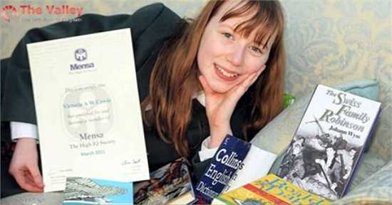 Victora Cowie (SN 2000, Anh) cũng đạt được chỉ số IQ 162 trong bài kiểm tra của Mensa vào năm 2011. Sau đó, Victora nhận nhiều học bổng của các trường trung học nổi tiếng.