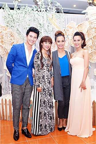 Từ lúc được chọn làm MC đêm chung kết Hoa khôi đồng bằng 2015, đây là lần đầu tiên chàng Vũ Mạnh Cường gặp gỡ các thí sinh