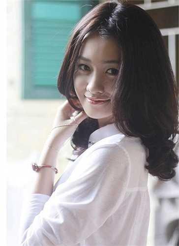 Chính nhờ sự cống hiến hết mình cho công việc, cô đã trở thành một cái tên được nhiều bạn trẻ quan tâm và ngưỡng mộ. Rất nhiều fanpage dành cho Quỳnh Chi mọc lên trên facebook.