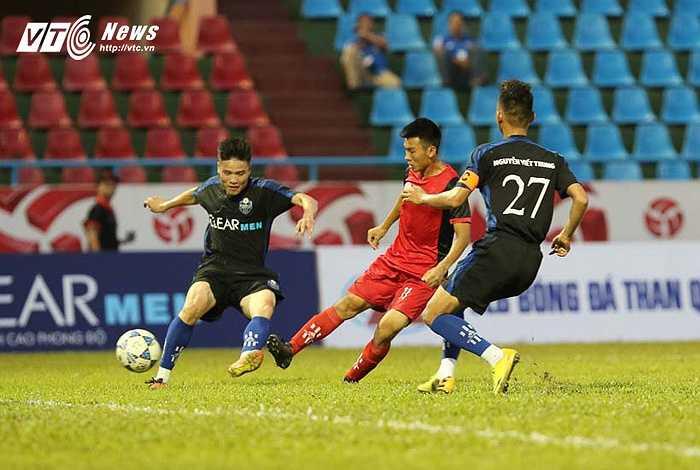Đội Than Quảng Ninh chơi chuyên nghiệp, tôn trọng đối thủ. Họ đá bài bản và ghi tới 5 bàn vào lưới đối phương.(Ảnh: Quang Minh)