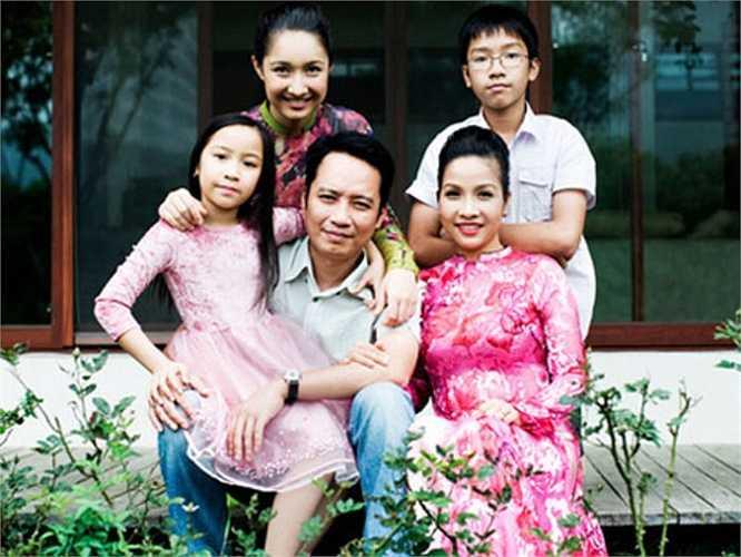 Tổ ấm hạnh phúc của Mỹ Linh - Anh Quân và ba người con Anna Trương, Anh Duy, Mỹ Anh.