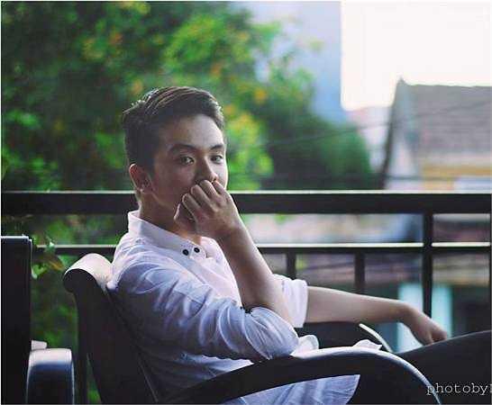 Thần tượng của hot boy điển trai này là Bùi Anh Tuấn.