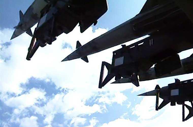 Bệ phóng của tổ hợp S-125-2TM nhìn như nỏ liên châu của An Dương Vương năm xưa diệt quân xâm lược.