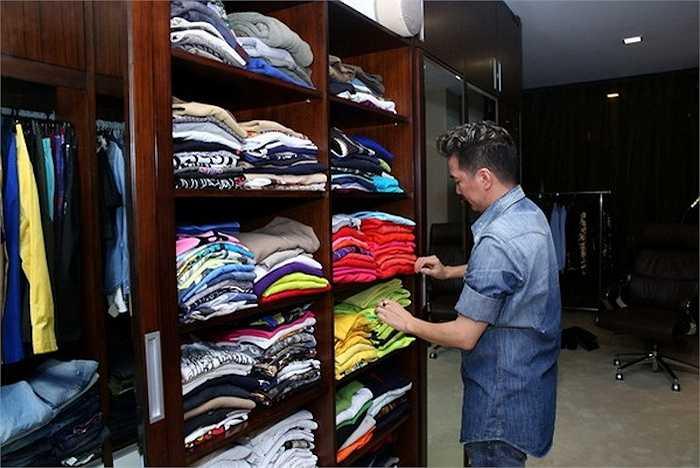 Khám phá tủ quần áo đặc biệt này, khán giả sẽ thấy Mr.Đàm là người rất quan tâm đến những trang phục có tính cổ điển.