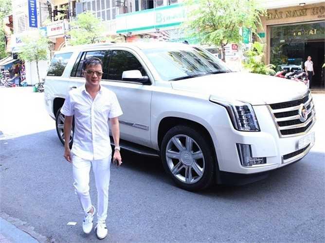 Một chuyên gia về xe tiết lộ, chiếc xe hơi này của Mr. Đàm thuộc một dòng xe sang, có giá trị khoảng 5,5 tỷ đồng.