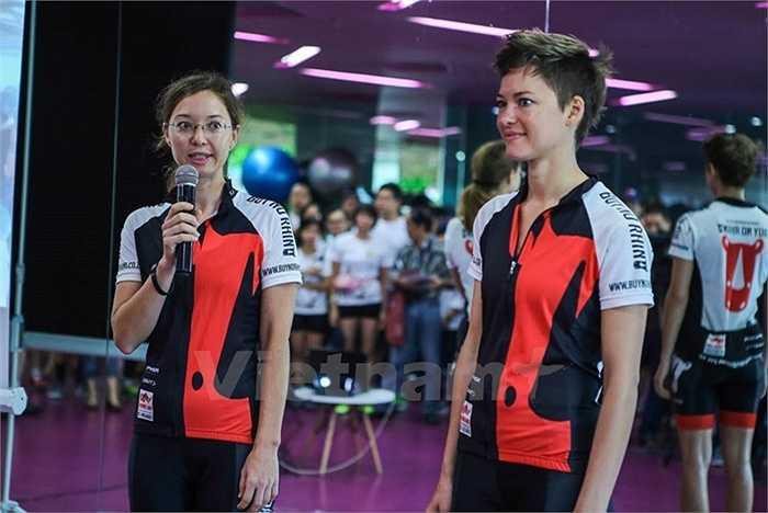 Đặc biệt có sự tham gia của hai chị em người Nam Phi, Victoria và Vanessa Wiesenmaie