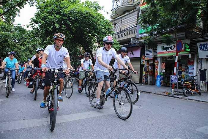 Đại sứ Ted Osius cũng cho biết, thông qua chương trình đạp xe bảo vệ tê giác này, đại diện Hoa Kỳ, Nam Phi và Việt Nam sẽ cùng cam kết bảo vệ tê giác, chấm sứ nạn buôn bán động vật hoang dã