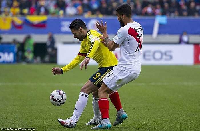 Falcao đã có 2 trận đầu không thành công tại Copa America 2015. Mặc dù vậy anh vẫn được HLV Jose Pekerman tin dùng trước Peru