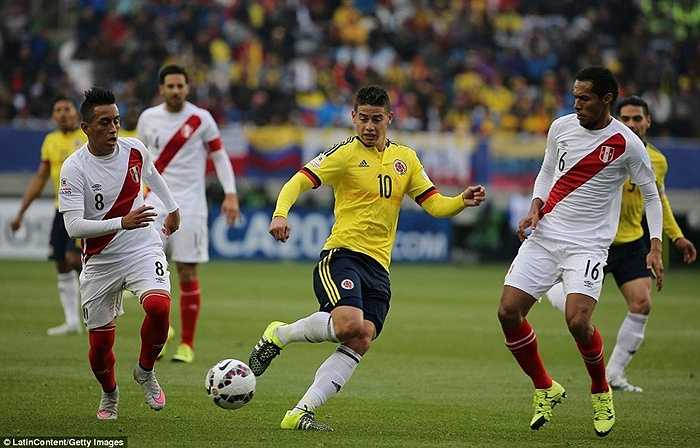 Rất may cho vua phá lưới World Cup 2014 là trọng tài không nhìn thấy tình huống và anh không bị cảnh cáo