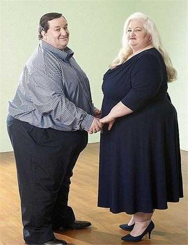 Steve Beer (45 tuổi) và Michelle (43 tuổi) được mệnh danh là cặp vợ chồng béo nhất nước Anh. Steve nặng 203 kg còn Michelle nặng 146 kg.