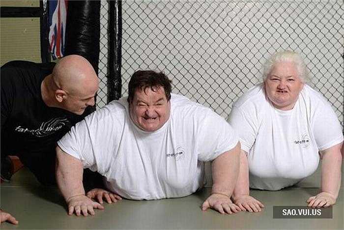 Sau đó, cặp vợ chồng Steve và Michelle đã quyết định tham gia khóa huấn luyện 6 ngày một tuần và thực hiện chế độ ăn uống rất nghiêm ngặt.