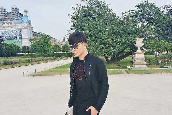 Trở về Việt Nam lập nghiệp từ cuối 2008, nam ca sĩ vẫn dành thời gian quay lại thăm thủ đô nước Pháp mỗi năm.