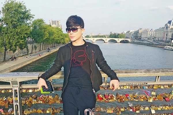 Nathan Lee đang có chuyến du lịch dài ngày tại nhiều nước Châu Âu trước khi trở về Việt Nam ra mắt single MDD với phiên bản dance thử nghiệm