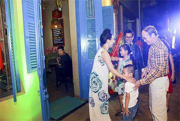 Không ít người bất ngờ bởi trong số những vị khách, có cả bố mẹ chồng cũ của Thanh Vân.