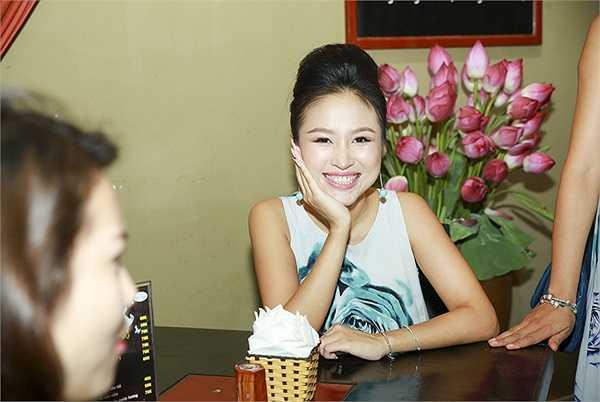 Để đảm bảo thực đơn đa dạng và ngon miệng cho khách hàng, Thanh Vân đã cộng tác với Kim Quyên, top 7 MasterChef 2013 vì tin tưởng vào tay nghề giàu kinh nghiệm của vị đầu bếp này.