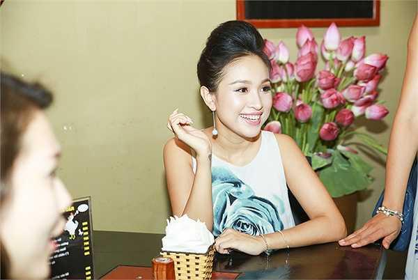 Trong ngày khai trương, Thanh Vân rất hạnh phúc khi được đông đảo bạn bè thân thiết và gia đình đến ủng hộ.