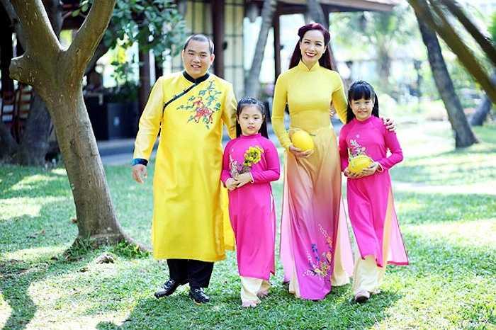 Gia đình hạnh phúc của nhạc sỹ Minh Khang và cựu siêu mẫu Thúy Hạnh khiến nhiều phải ao ước.