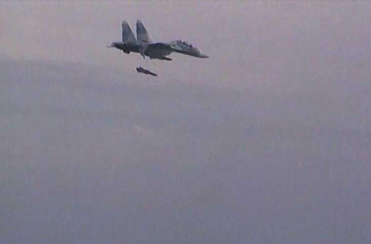Tên lửa chống hạm Kh-31A hiện là vũ khí diệt tàu mặt nước chủ lực trên các tiêm kích Su-30MK2 biên chế trong Không quân Nhân dân Việt Nam. Ảnh: đạn Kh-31A đang rời giá phóng trên Su-30MK2 trong cuộc bắn thử nghiệm (bức ảnh được cắt từ clip mà VTV công bố).